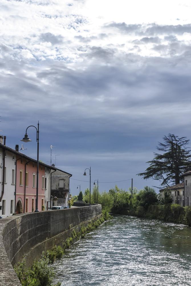 Fiume Meschio dietro Villa Brandolini