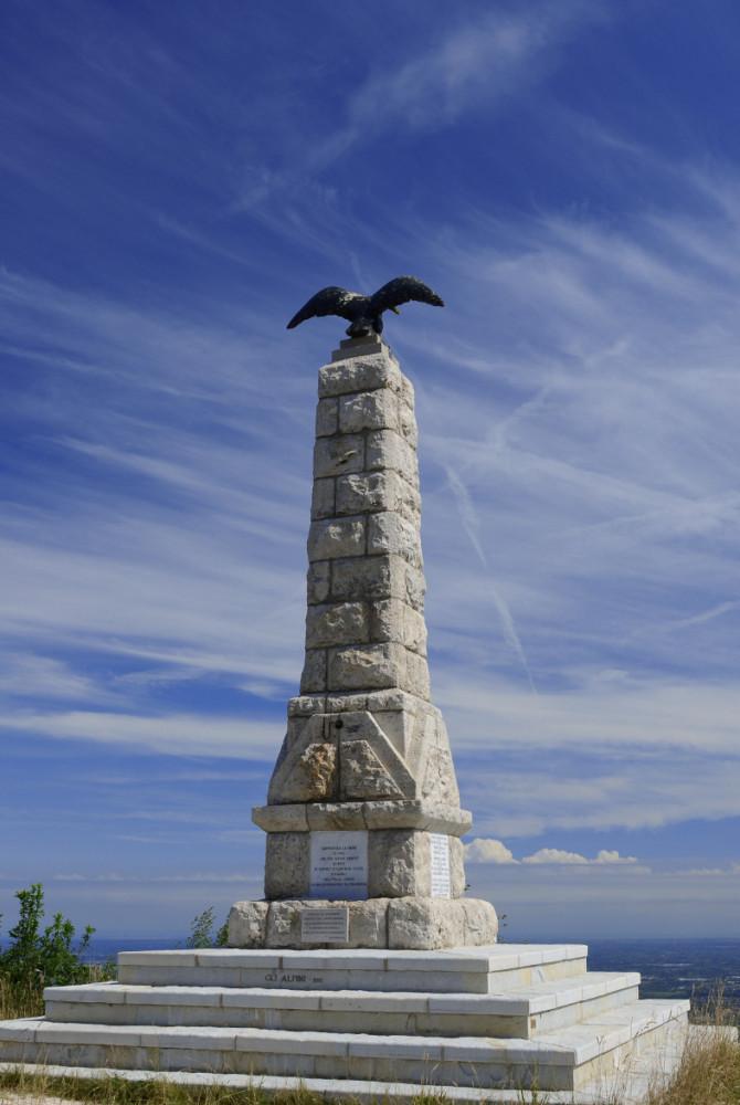 Monumento ai caduti Col Alt